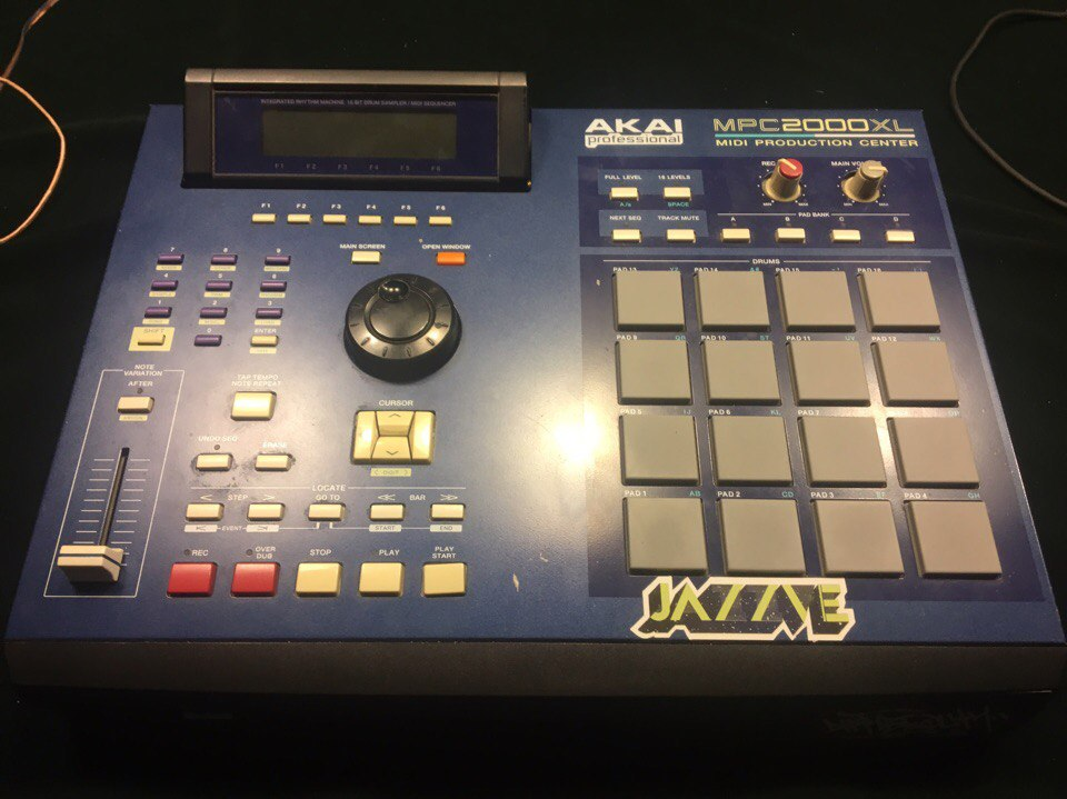 Продаю Akai MPC 2000xl.  Picture 1